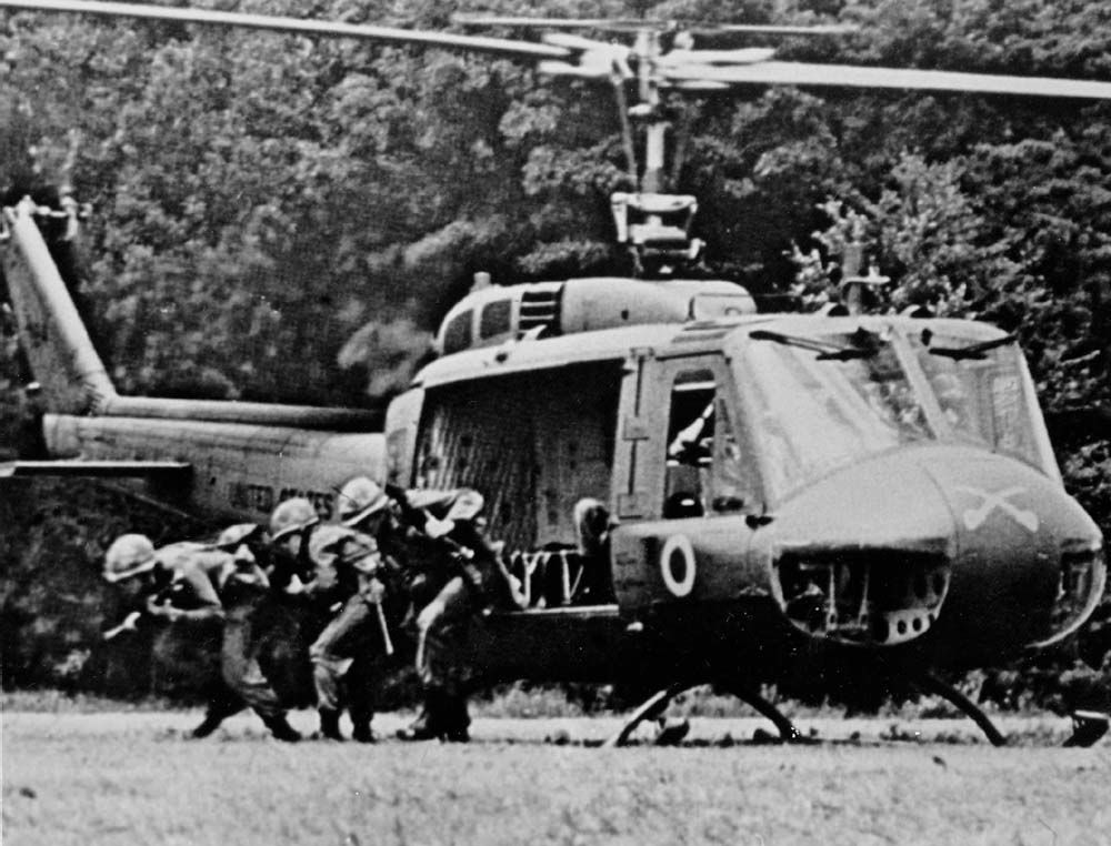 Infantry_1-9_US_Cavalry_exiting_UH-1D